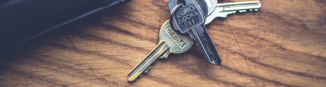 wood-top-keys-lock